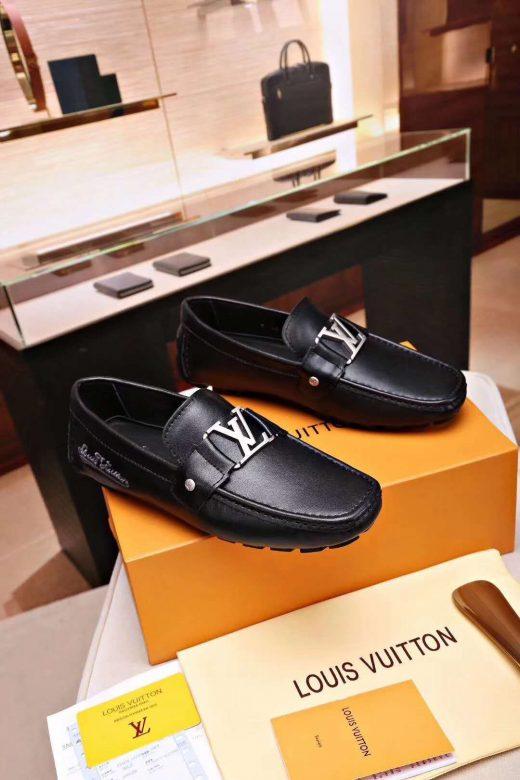 احذية لويس فيتون رجالي الوسيط للشراء